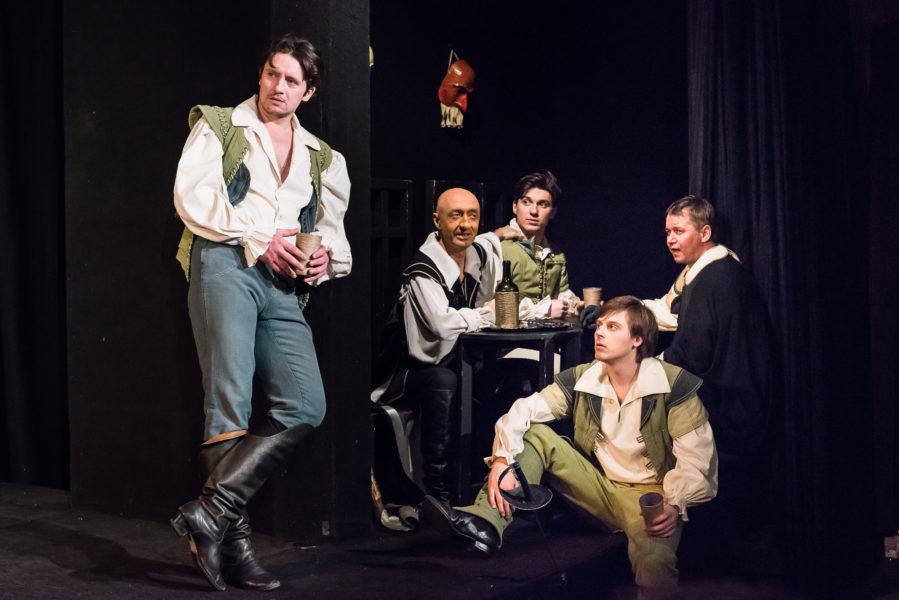 Сцена из спектакля «Сирано де Бержерак». театр «Комедианты»