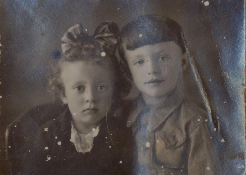 Лена и Миша Левшины, 1945 г.